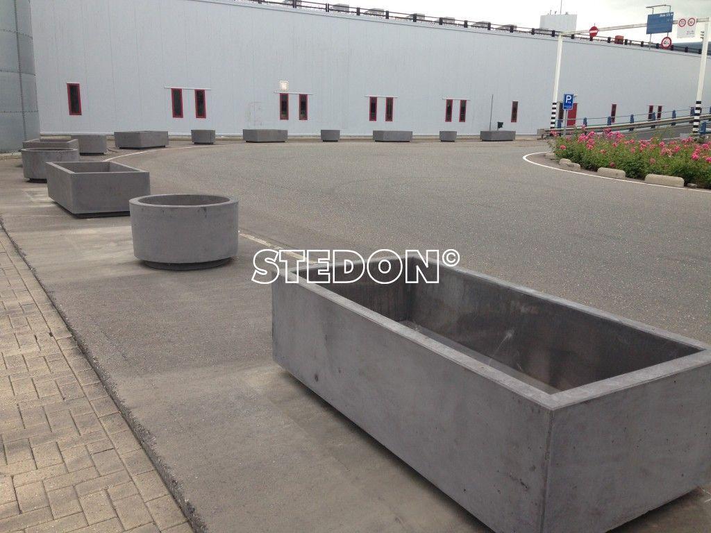 betonproducten plantenbak bloembakken