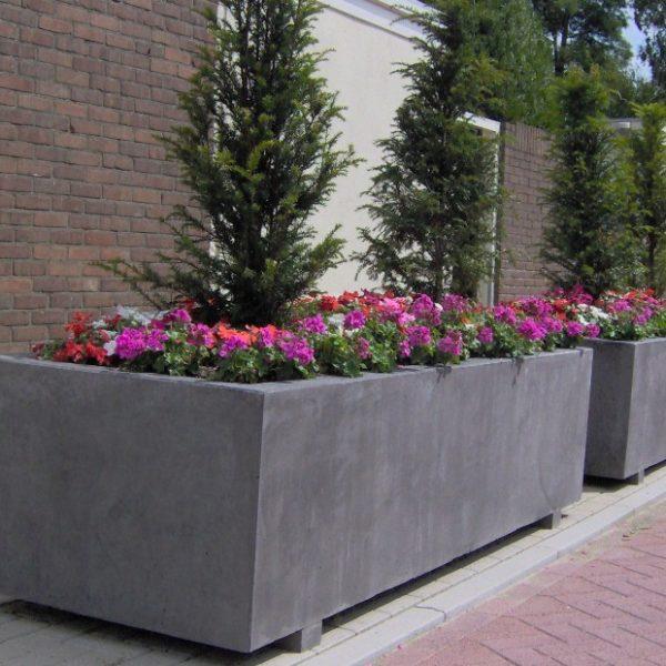 Betonnen bloembakken openbare ruimten
