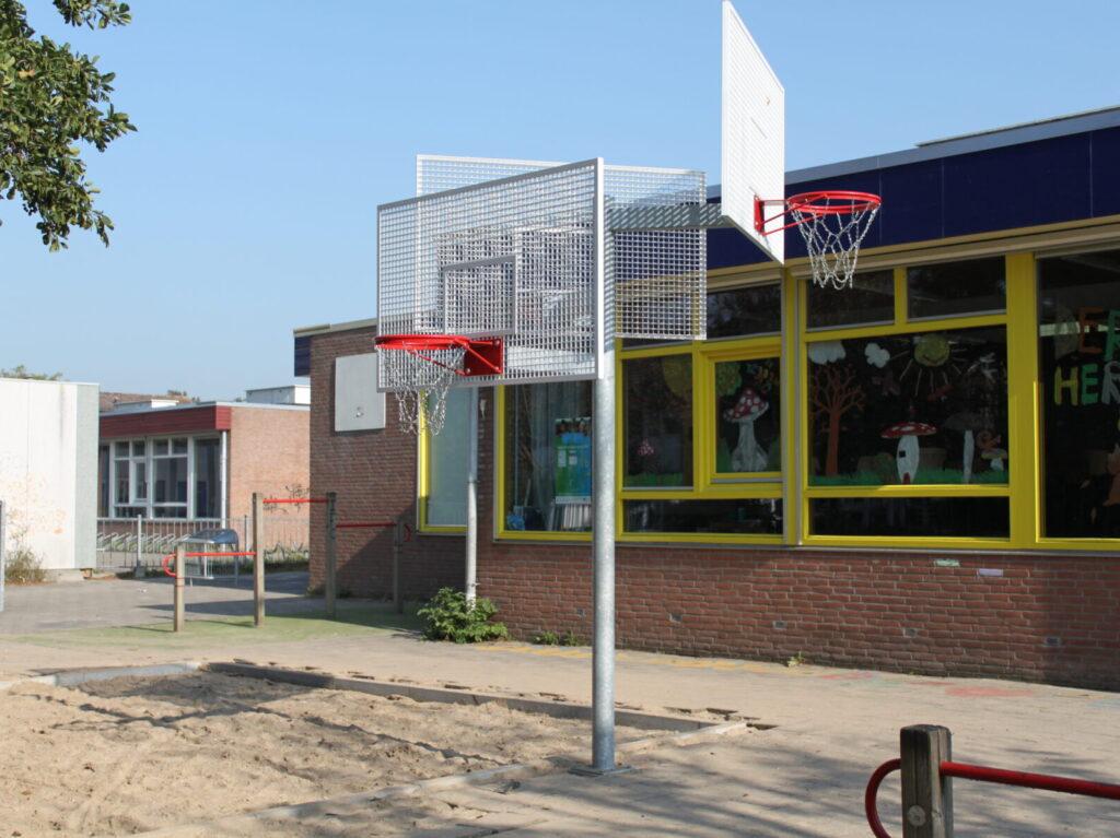 Basketbalpaal, basketballen, basketbalpaal met drie korf, basketbalpaal trio
